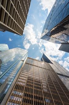 세 개의 고층 빌딩에 대한 밑면