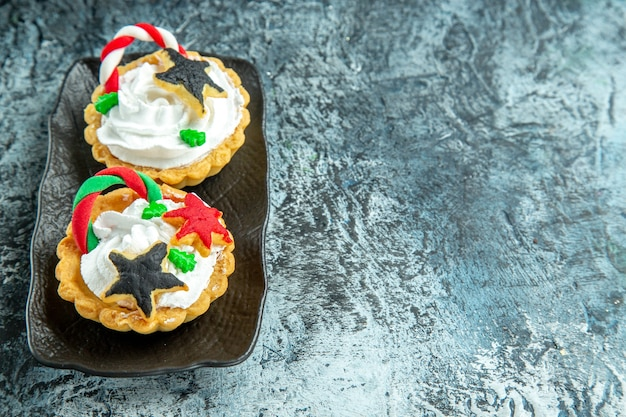 Bottom view small xmas tarts on grey table free space