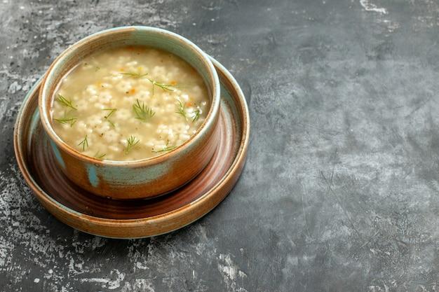 暗い上にボウルの底面図の星のスープ