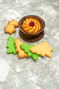 Bottom view xmas tree cookies biscuit in bowl on grey surface free space