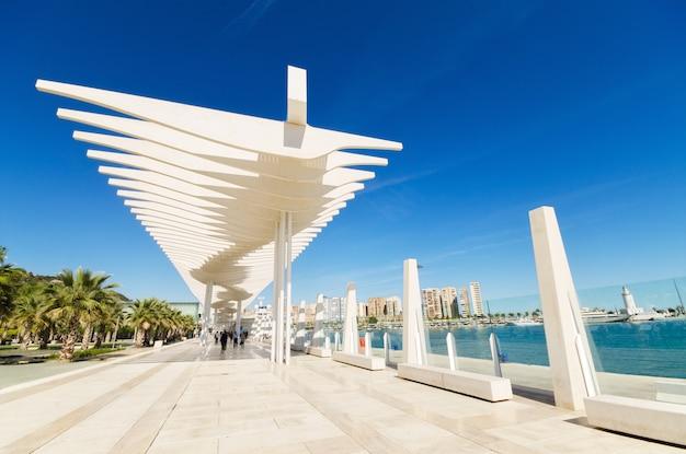マラガ港、マラガ、アンダルシア、スペインのboulevar。