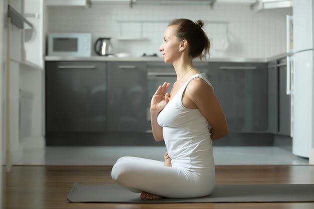 Связанные упражнения lotus