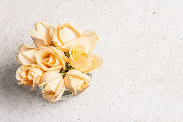 Bouquet of fresh beige roses in a vase. the festive concept for weddings, birthdays, march 8th, mother's, or valentine's day. greeting card, light background