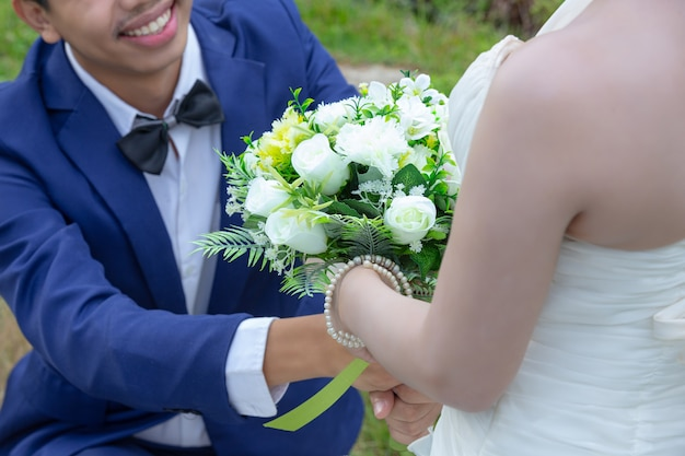 Bouquet nelle mani della sposa