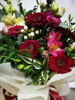 鮮やかな花の花束
