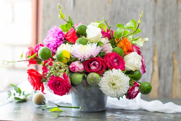 Букет цветов в серой вазе