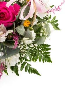 흰색 표면에 고립 된 꽃의 꽃다발