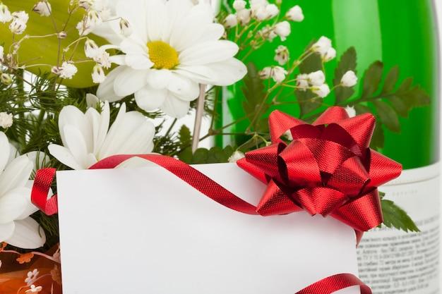 カードと花の花束