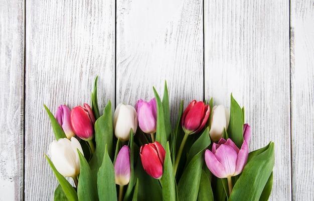 Букет свежих весенних тюльпанов