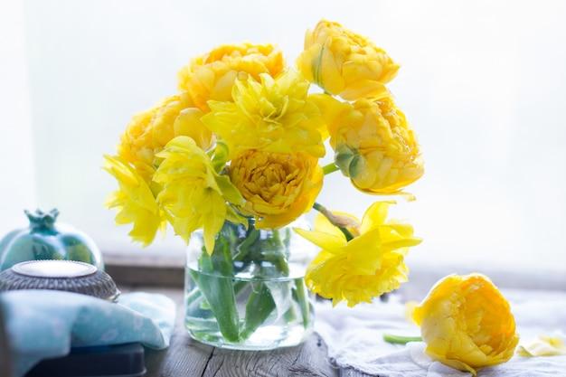 Букет из свежих желтых цветов