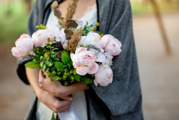牡丹と野耳の花束