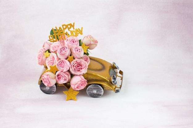 Букет розовых роз в машине, звезды и надпись с днем рождения