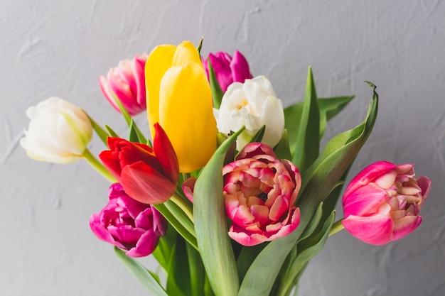 Букет из довольно тюльпанов