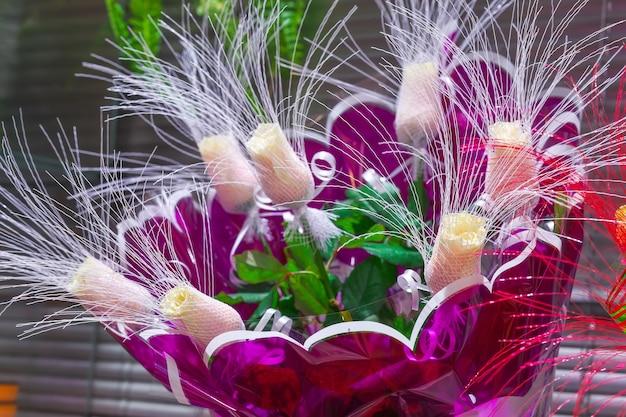 フラワーショップのバラの花束。閉じる