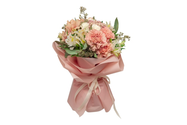 ピンクの包装紙の柔らかいピンクの花の花束。