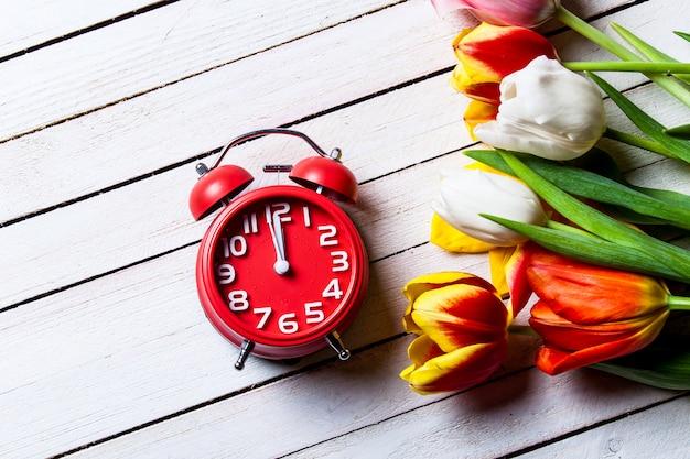 튤립과 시계 꽃다발