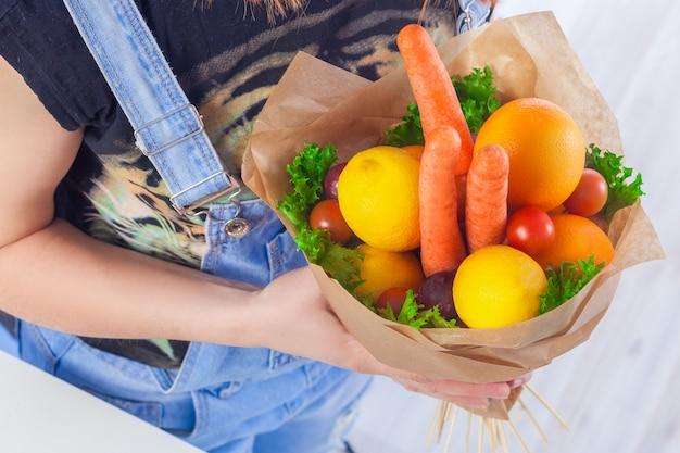 野菜と果物の花束