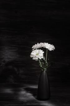 흰 국화 꽃의 꽃다발