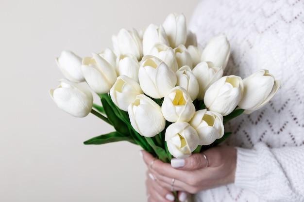 흰 튤립 꽃다발