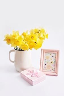 黄色い水仙の花束