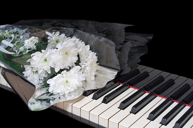 Букет на пианино