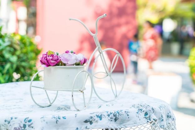 花束はテーブルの上に上がった