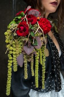 Bouquet on shoulder