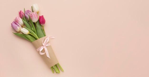 Bouquet di tulipani con copia spazio