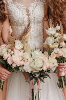 花嫁とブライドメイドのブーケ