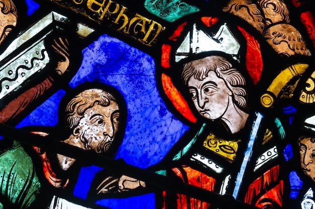 Витражи собора бурж. изобретение мощей святого стефана деталь.