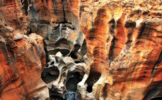남아프리카 공화국 음푸말랑가의 bourke's luck 움푹 들어간 곳
