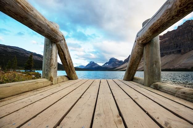 Озеро боу, бульвар ледяных полей, национальный парк банф, канада