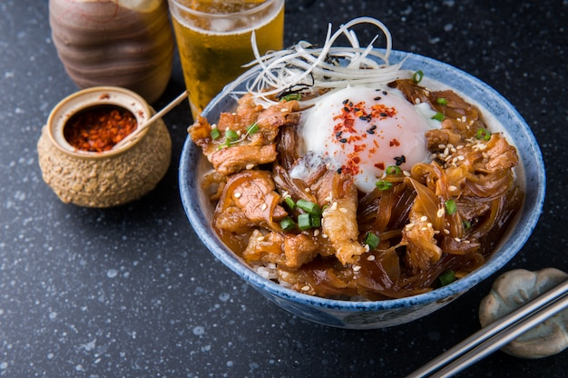 日本のコールの和牛bowlまたは牛don。