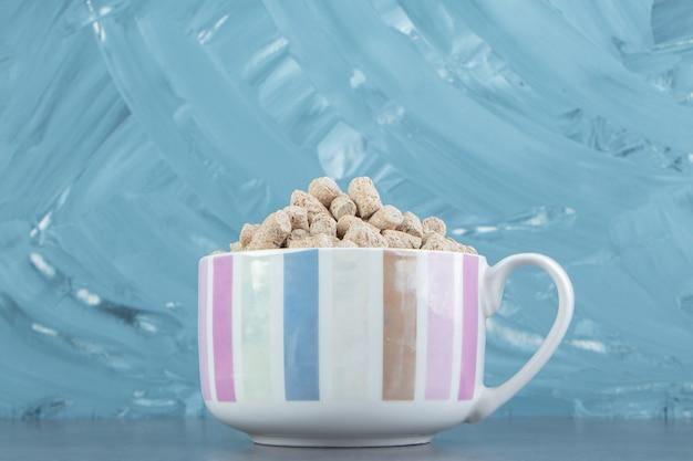 A bowl full of rye crispy cereals .