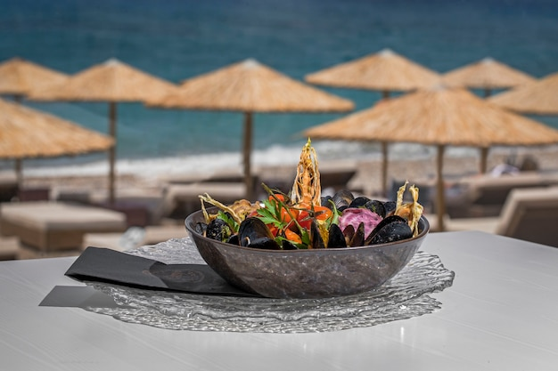 Чаша вкусной еды из морепродуктов