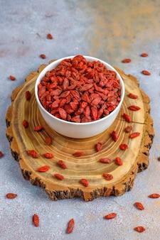 말린 구기 열매의 그릇.