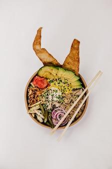 Миска еды с палочками для еды