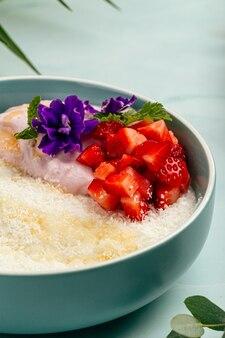 ココナッツミルクとグルメハワイアンスタイルのお粥のボウル