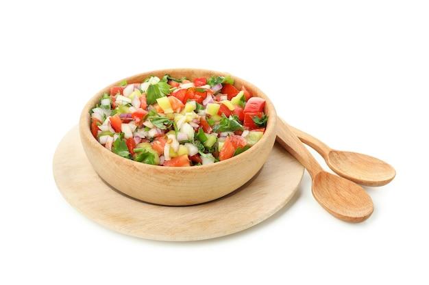 흰색 배경에 고립 된 pico de gallo의 그릇