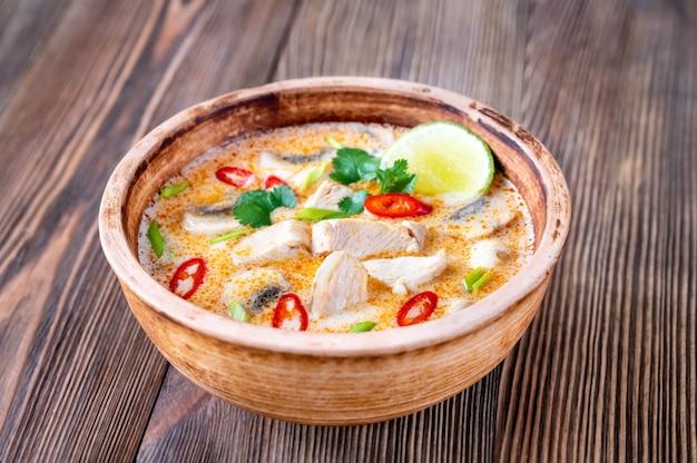 Tom kha kai 그릇-태국 치킨 코코넛 수프
