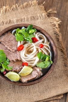 베트남 수프 사발 쇠고기 포 (포보)