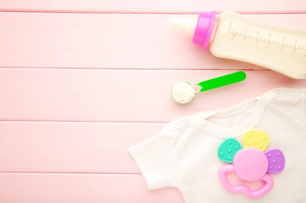 핑크에 장난감 이유식 그릇