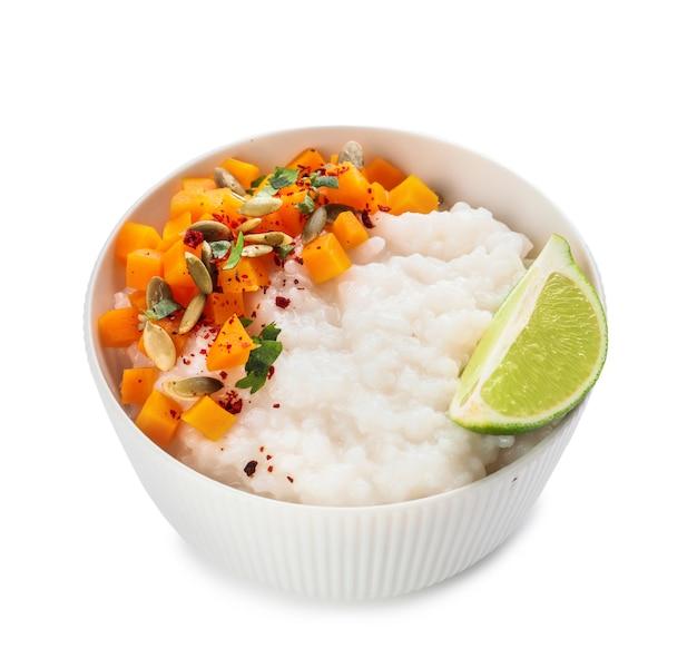 삶은 쌀과 화이트에 호박 그릇