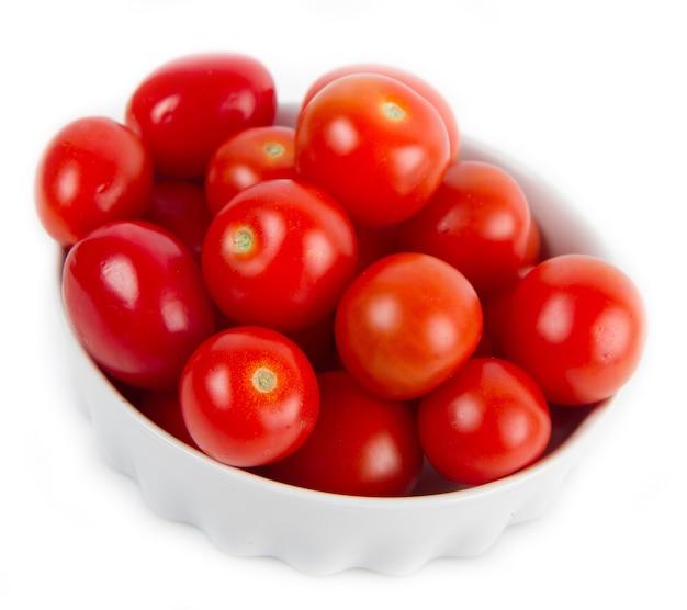신선한 토마토와 그릇