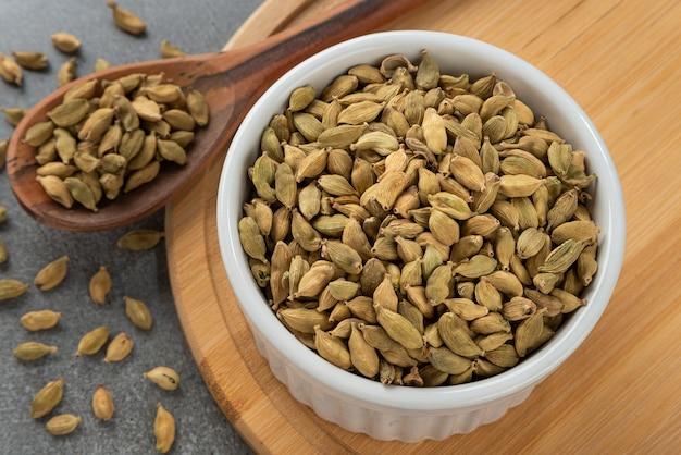 穀物カルダモンのボウル木のスプーンと竹ホルダーの詳細