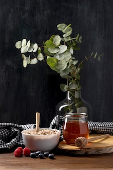 Чаша с мюсли и йогуртом