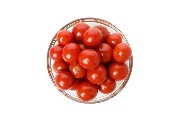 白い背景で隔離のトマトのピクルスとボウル