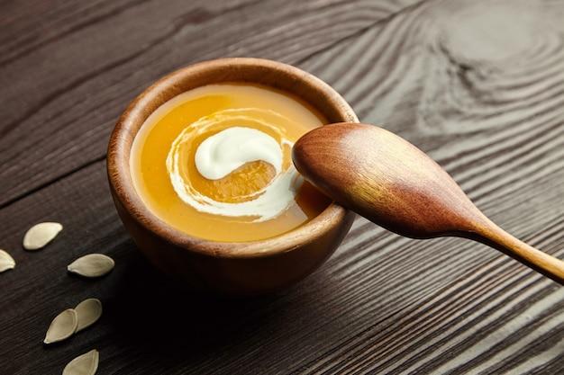 Чаша с тыквенным крем-супом