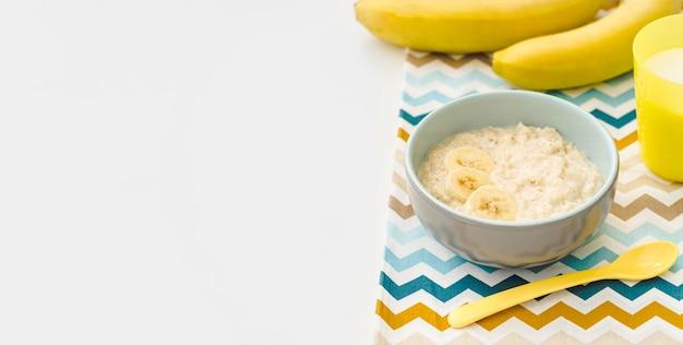 Чаша с йогуртом с копией пространства