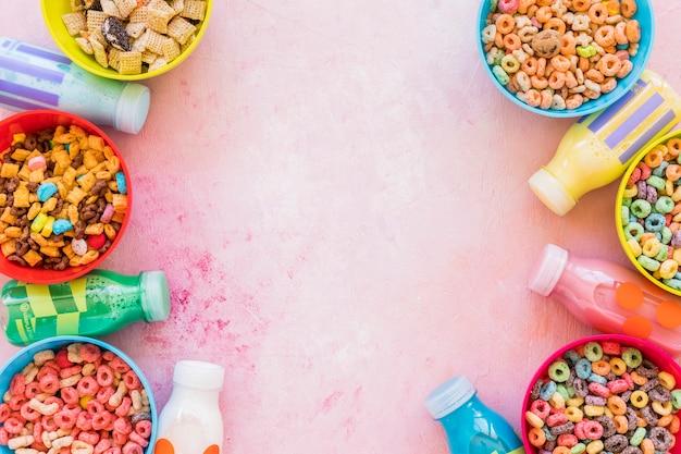 ミルクボトルとテーブルの穀物のボウル